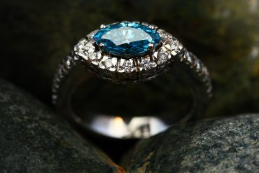 5 Amazing Benefits Of Online Engagement Ring Shopping