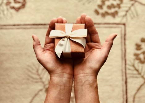 5 Incredibly Practical Tips to Become Way Better at Gift-Giving