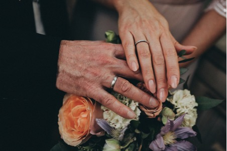 A Guide to Choosing Gender-Neutral Wedding Rings